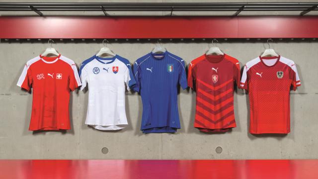 9bacede1e2 Suíça – Puma Home 15 16  A nova camisa home é predominantemente vermelha