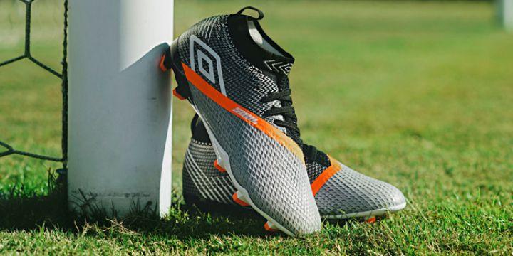 3c56d39a29ca7 Alguns dos atributos mais solicitados pelos craques da bola estão na nova  linha de calçados da Umbro